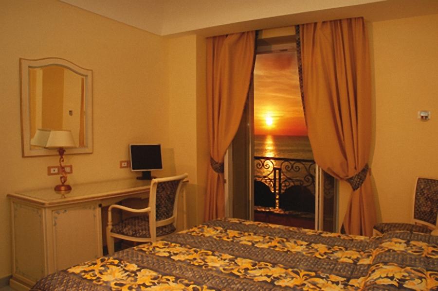 Hotel Nettuno Napoli Telefono